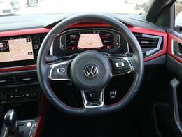マルチファンクションステアリングには前車追従機能のやスイッチやオーディオの音量、選局等のボタンが装備されます。運転中でも安全に操作が行えます。