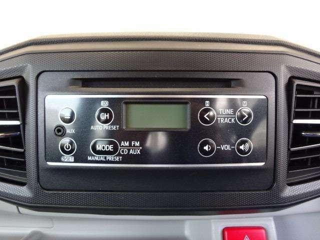 インパネ一体型のメーカー装着CDチューナー(AUX端子付)を装備しています!