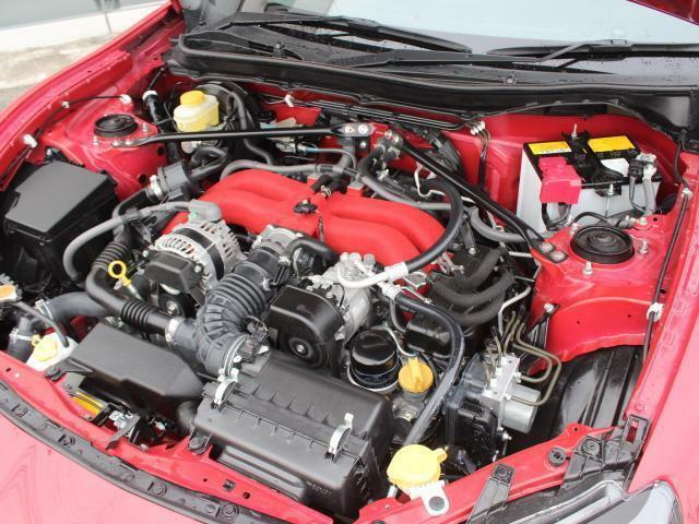 水平対向4気筒FA20エンジン!世界唯一の水平対向超低重心FR!他のスポーツカーとは別次元の走る楽しさをぜひ!
