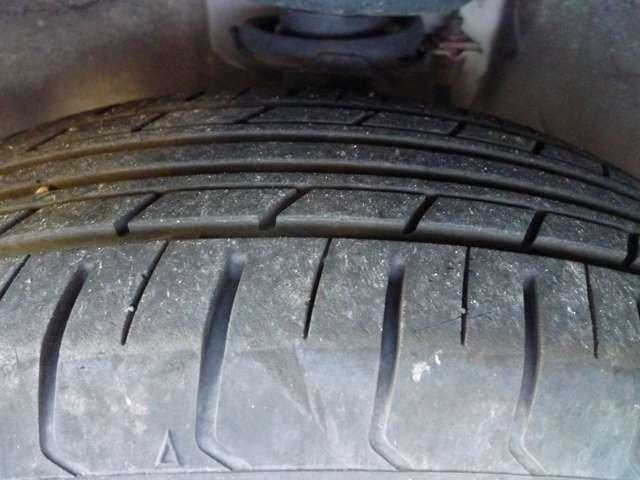 タイヤの溝は5分山~4分山程度。