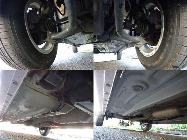 左上:右フロントタイヤ足回り。 右上:左フロントタイヤ足回り。 左下:ボディ下回り。 右下:ボディ下回り。