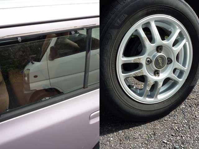 左:左後部ドアバイザーがありません。右:左後部タイヤのホイールにキズ。