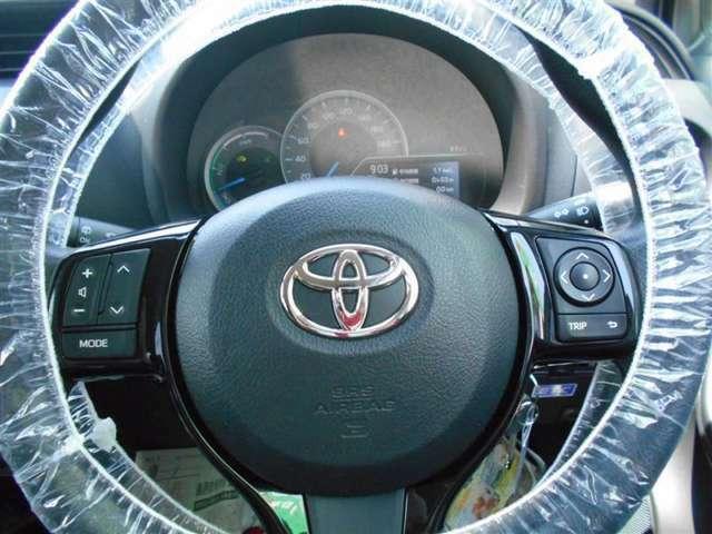 【ステアリングスイッチ】 純正部品なら、運転中ハンドルから手を放すことなく、ラジオのチャンネルや、ボリュームの変更などをスマートに行うことができますよ♪