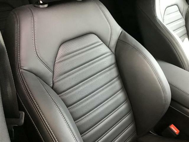 座り心地も言う事なし。気持ちよくドライブができますよ。汚れもほとんどございません。