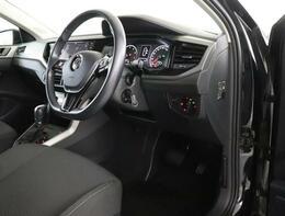 ★マルチファンクションインジケーターはドライバーのステアリング入力や角度をモニタリングします。疲労や眠気による急なステアリング操作など、通常の運転パターンと異なる動きを検知して、表示と警告音で休息を促