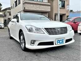 ボディーカラーはホワイトパールクリスタルシャイン☆高級車には定番のおしゃれなパール色♪お手入れ次第でとても栄えるボディーカラーですね♪