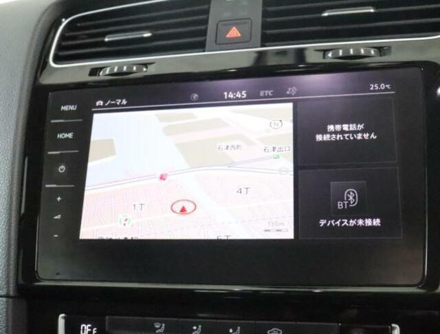 """★Volkswagen純正インフォテイメントシステム""""Discover Proのナビゲーションシステムです。全面タッチスクリーンによりまるでスマートフォンのように画面上を軽くタッチするだけで反応します"""