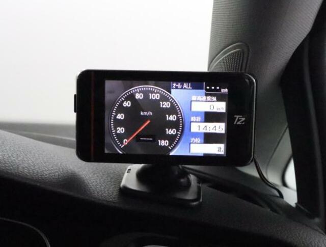 ★ドライブレコーダーとレーダーが付いています。メーター、時計、カメラ映像など様々な待ち受画面が設定できます。GPSにより速度取締機も感知してくれます。