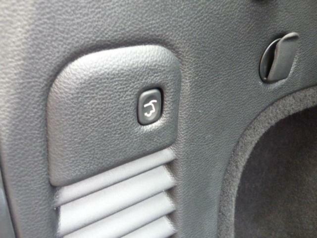 ボタンを押すだけで簡単に閉めることができます。