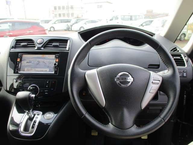 セレナの運転席廻りになります。