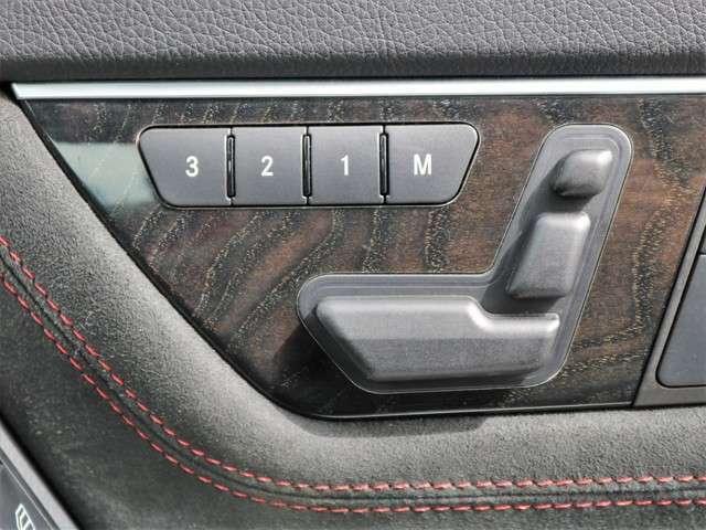 運転席・助手席にメモリー機能付きパワーシートが付いていますので無段階でお好みのポジションにセットできます。細かく自分仕様のシートポジションへ設定してください☆