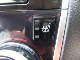 運転席&助手席共にシートヒーター機能付き♪ 冬場も暖かく、エアコンパネルにスイッチが装備されており、操作性もよく人気の装備です♪