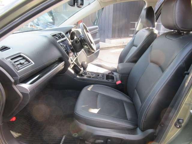 専用ブラック本革シート付♪ 質感の良いシートになります♪ 助手席シートのコンディションもよく、綺麗な状態を保たれております♪ パワーシート機能付きでお好きなポジションへ簡単操作が可能です♪