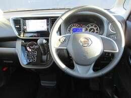 広い視界でよく見える⇒運転席からの視界が左右に広く隅々まではっきりと見渡せます。クルマの前端も把握しやすく安心して運転できます
