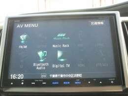 純正メモリーナビです。DVD/CD再生のほかフルセグTV、ミュージックサーバー、Bluetooth連携機能が装備されとっても便利です!