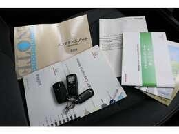 スマートキー&リモコンエンジンスターター、取扱説明書各種、メンテナンスノートなど揃っております。
