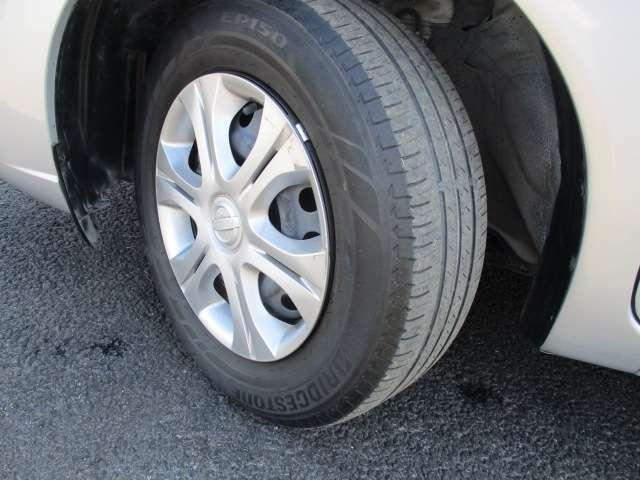 タイヤ溝もまだまだ残っておりますので安心してカーライフをお楽しみ頂けます。