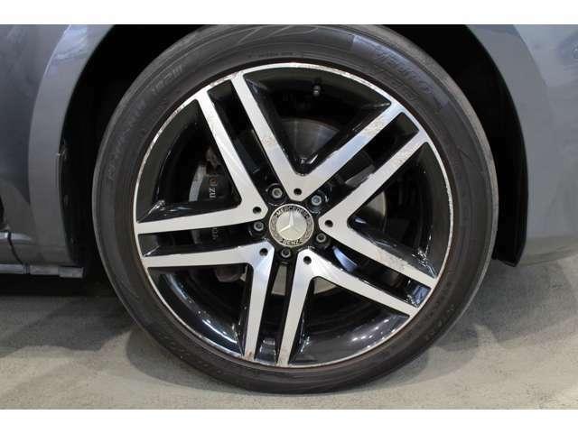 メルセデスベンツ純正アルミホイールは、強度に優れ、デザイン性も兼ね備えております。19インチ5ツインスポークA/W(105,000円)