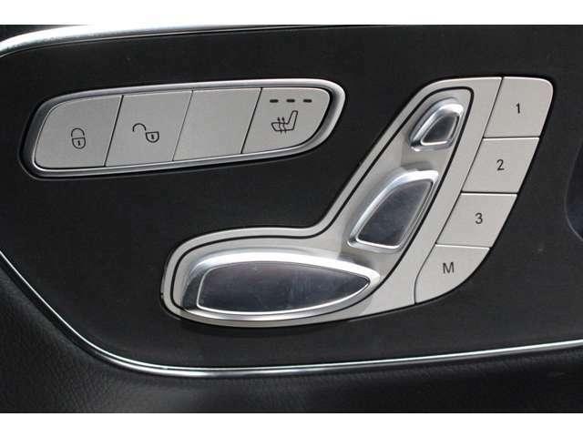 人間工学により安定したシートポジションが保たれ、ハンドル操作も安定して行える運転席を実現しています。