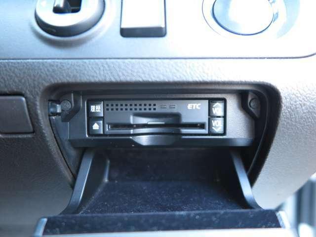純正HDDナビ・フルセグTV・バックカメラ・サンルーフ・パワーシート・社外19インチアルミホイール・シートヒーター・HIDヘッドライト・フォグ・ビルトインETC・スマートキー