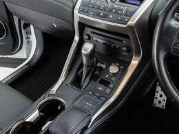 運転席と助手席のエアコン温度をそれぞれ変えられるデュアル式エアコン搭載!!