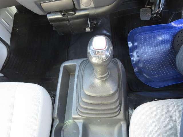 5速+エクストラロー、プッシュボタン切り替え式4WD!