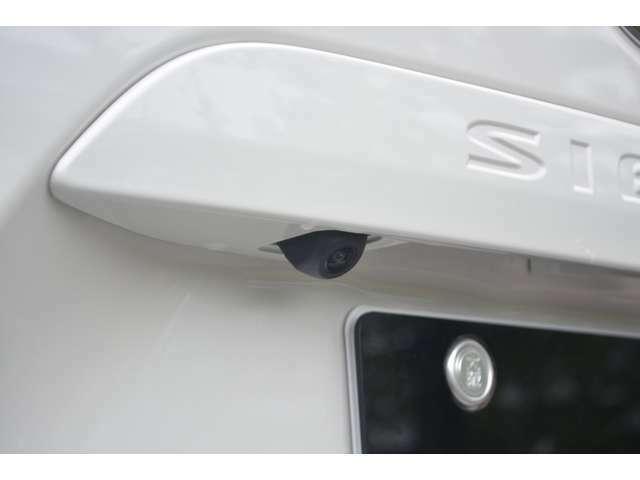 バックからの駐車の際に便利なバックカメラがパッケージに含まれます!