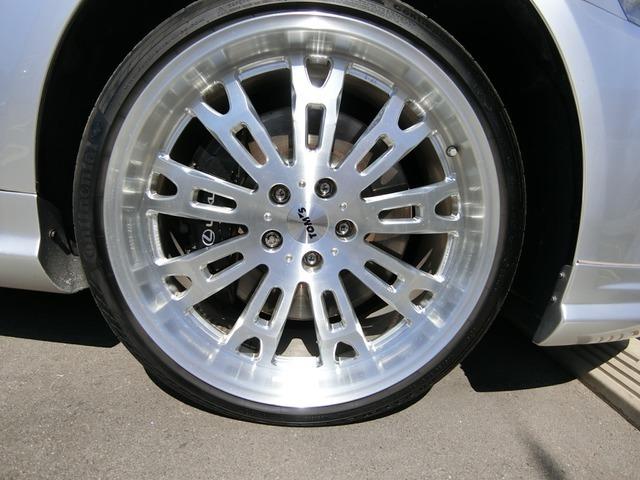 高級トムスの1ピース純正21インチAWですこのお車によく似合っていますねタイヤは8分山くらいあります