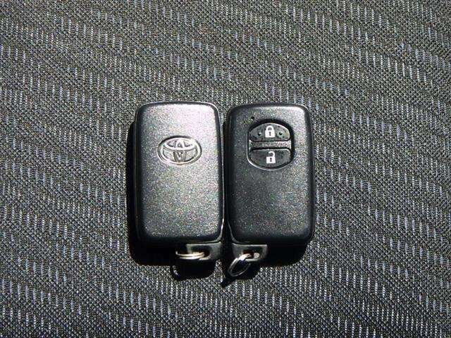 カバンやポケットから取り出さずに、ドアハンドルのスイッチに触れるだけでドアを施錠・解錠できるスマートキーです。お子さんを抱っこしている時や、両手に荷物を抱えている時にとても役立ちます!
