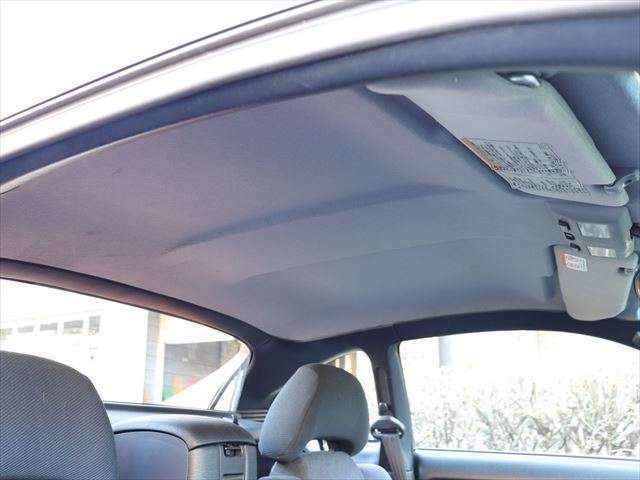 室内ルーフのシミやほつれはございません。車内は禁煙車です。