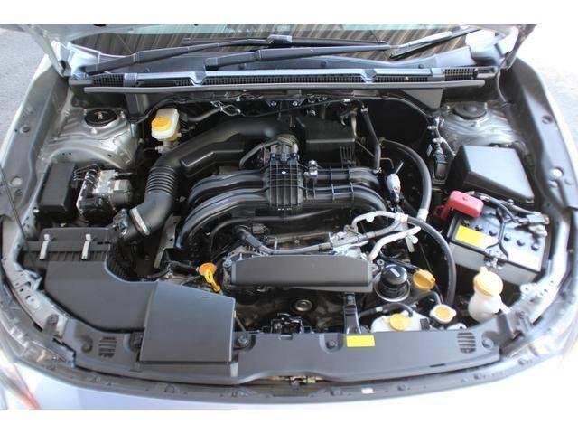 【エンジンルーム】程よいパワー感と低燃費を実現した水平対向1.6リッターエンジンを搭載!