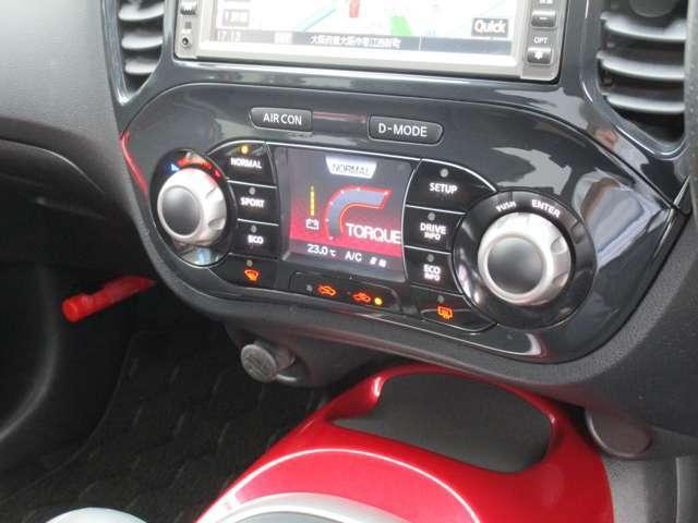 燃費などの情報に切り替え可能なディスプレイを備えます。
