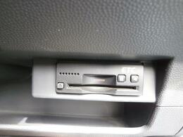 スズキ純正『ビルトインETC車載器』を装備しています!!運転席ステアリング右下の専用スペースに収納されています。