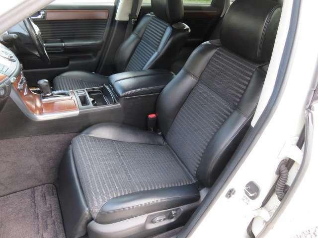 スポーティーさの中にも高級感を感じられるフーガならではのシートになります♪クッション性も高く長時間座っていても疲れません♪助手席シートにはオットマン付きです♪