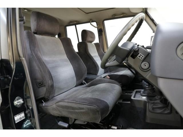 運転席/助手席共に年式に比べ綺麗な状態が保たれております♪