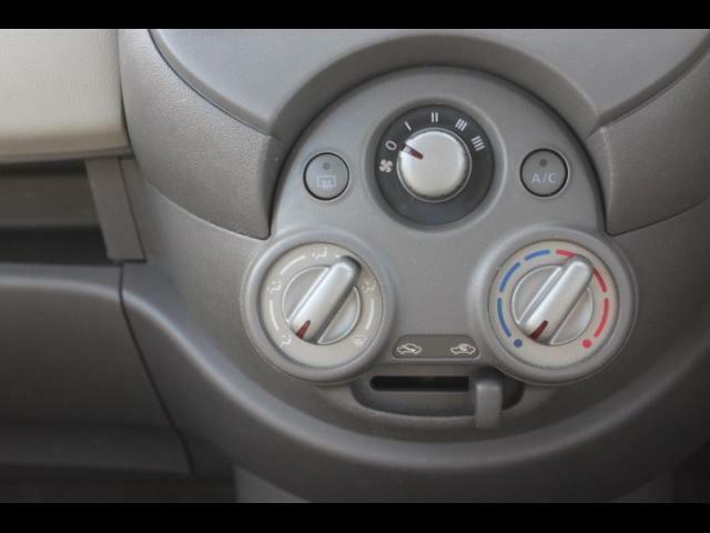 エアコンスイッチはシンプルで使いやすい。