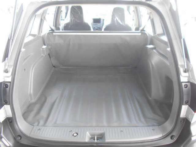 後席をお使いでもお荷物を積み込むことが可能です♪