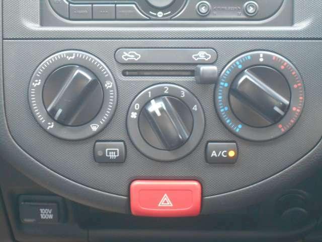 マニュアルエアコンです。操作も簡単です♪
