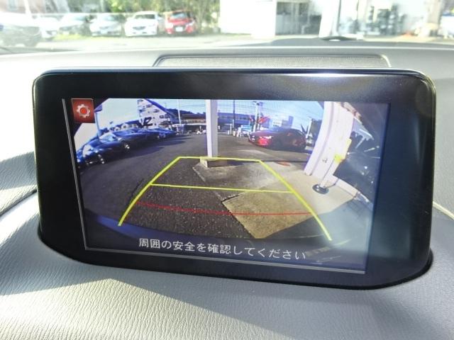 バックカメラ付きでモニターの映像で後方を見ながら車庫入れが出来ます!
