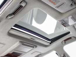 稀少装備サンルーフ搭載!!全国的にも数が少なく希少性の高い装備の一つです。フルオープンやチルトアップも可能!!ドライブをさらに快適にしてくれる装備の一つです!!