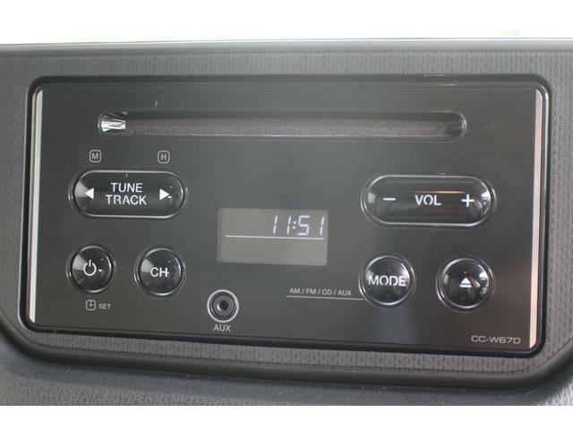 【オーディオ】2DINサイズのシンプルなCDオーディオを装備しております。前面にφ3.5mmのAUX端子を装備!