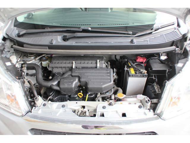 【エンジンルーム】定評のある3気筒エンジンは、ほど良いパワー感と低燃費を両立、ご購入後は県内の静岡スバル各店舗にて安心の点検整備をお受けいただき、更に長期保証で快適なカーライフをサポートさせて頂きます