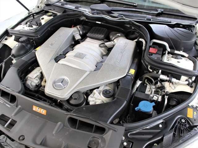 排気量6208cc、圧縮比11.3の4バルブV8パワーとトルクは、457ps/6800rpm、600Nm/5000rpm。☆エンジンは高回転までしっかり吹け上がり、アイドリングも一定となっております。非常に良好です。