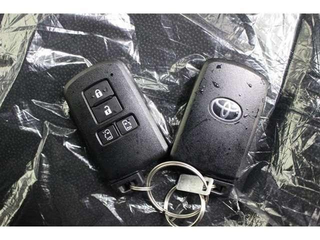 スマートキーを携帯していれば、キーを取り出すことなくドアの施錠・解錠が行えます。