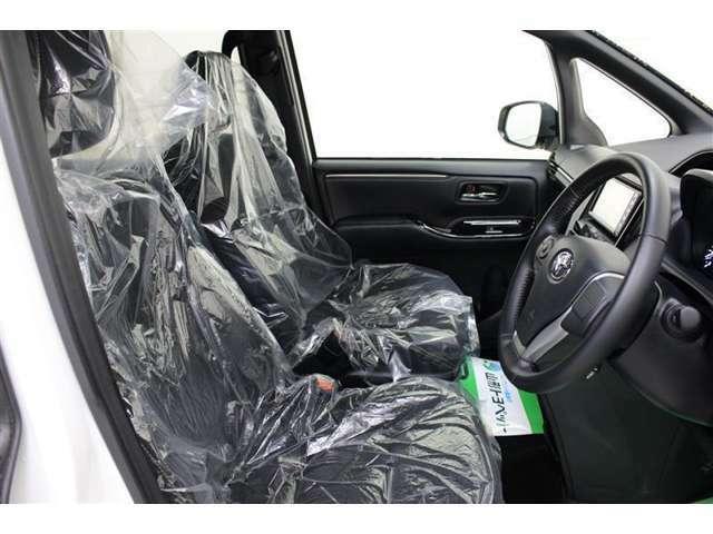 フロントシートは、厚みのあるシートで振動や騒音を低減、座り心地の良いシートです。