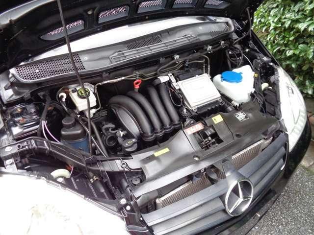 搭載エンジンは電子制御式の直列4気筒SOHC1698cc116ps馬力(85kW)/5500rpm低燃費 容量54L駆動FFミッションCVT回半径5.3mタイミングチェーン式カタログ値
