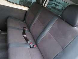 セカンドシートは豪華にダークプライム純正シートを取付!