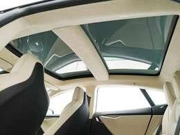 当店は国内有数の高級輸入車専門店です。愛知県中心で運営しております。地域、日本NO1を安心とともに目指し、安心して高級輸入車を乗っていただける環境をお手伝いする自信がございます。