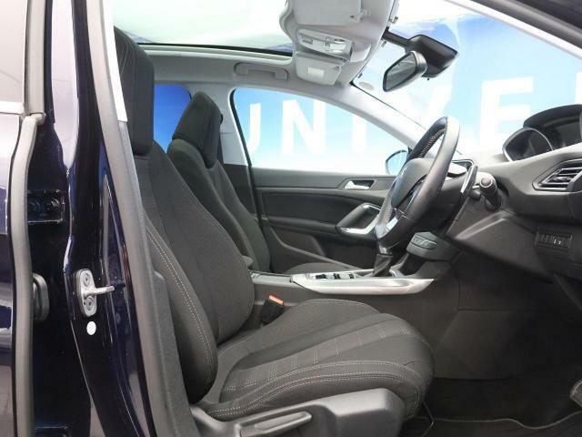 ●前席『ゆったりとしたドライバースペースで、長時間の運転でも快適にお過ごしいただけます。』