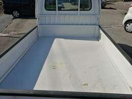 農作業だけでなく、様々な作業では欠かせない軽トラック。